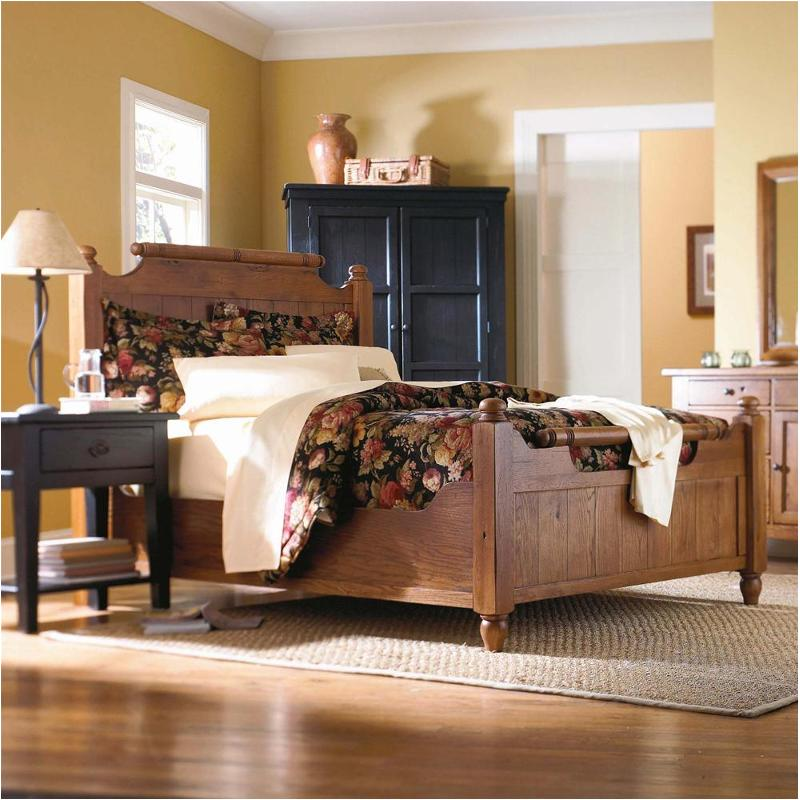 4397 56 Broyhill Furniture Attic Heirlooms Original Oak Bedroom Bed