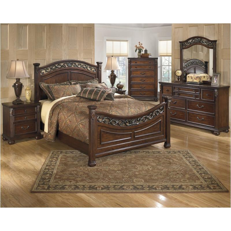B526 57 Ashley Furniture Leahlyn Warm Brown Queen Panel Bed