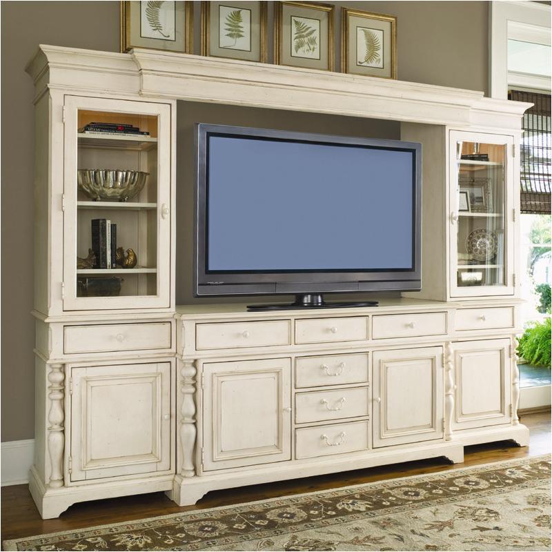 . 996966 Universal Furniture Entertainment Console   Linen